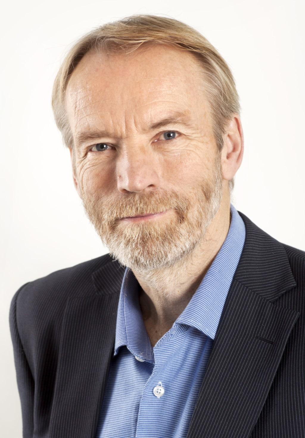 """""""Börja jämföra elbolagens priser i god tid innan du tänkt byta. Det kan nämligen ta lite tid och det glömmer man ofta"""", säger Bo Hesselgren, vd på Konsumenternas energimarknadsbyrå."""