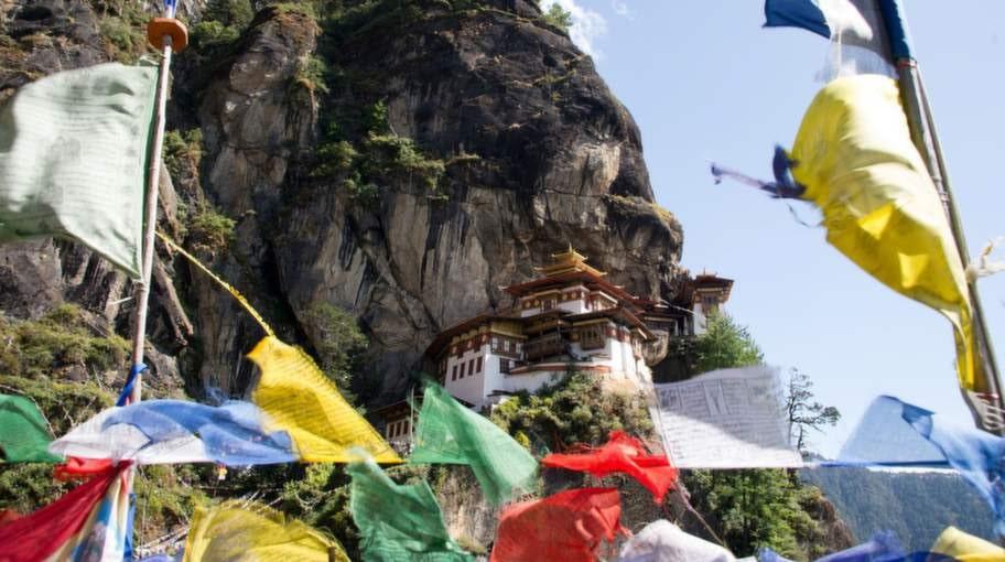 Eller slå till på en vandring i Bhutan längs drakleden.