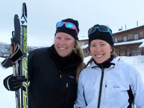 """Systrarna Emma och Carin Rodling har en stuga i närheten av Storulvån, och uppskattar framför allt att här finns """"riktiga fjäll""""."""