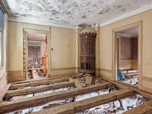 Här behövs en hel del renovering, minst sagt.