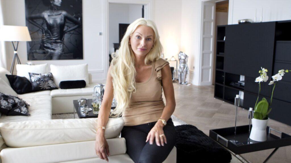 Nu sitter hon i fängelsecell på Färingsö efter att hon dömts för ekonomisk brottslighet.