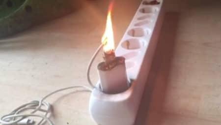 Iphoneladdaren började brinna: